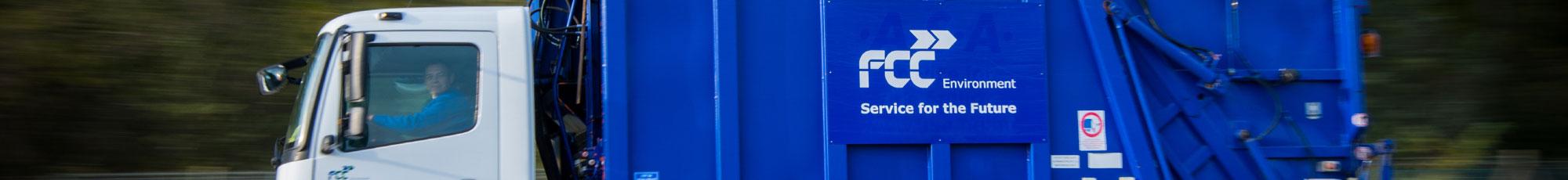 abfall-container-abholen-muellwagen