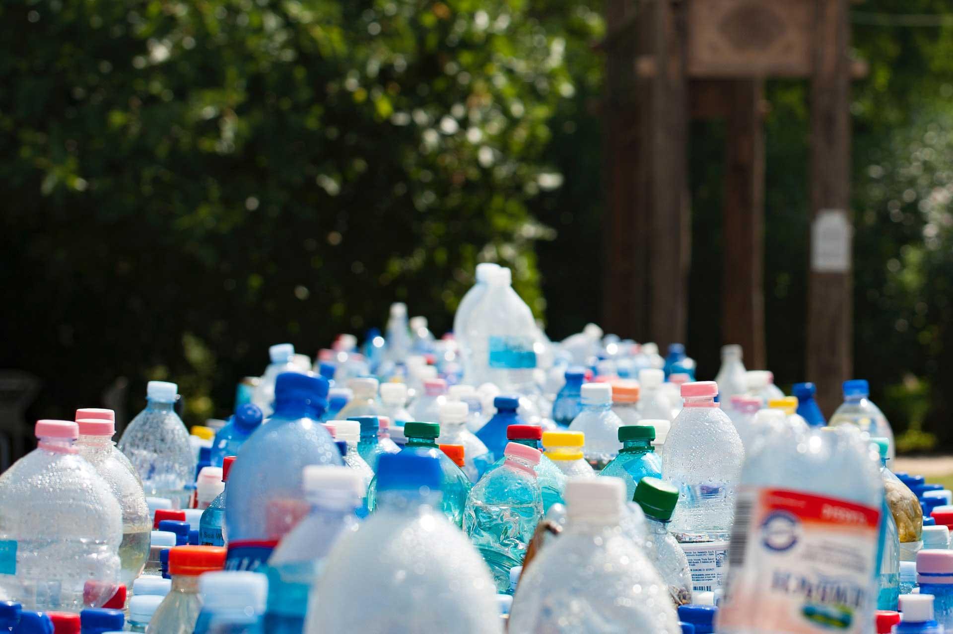 abfall-container-plastik-flaschen-entsorgen