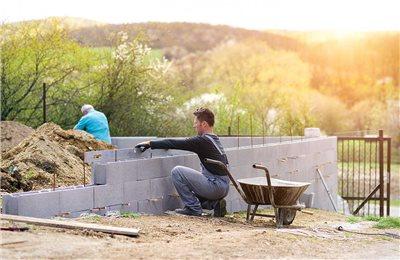 Frühlingserwachen auf der Baustelle